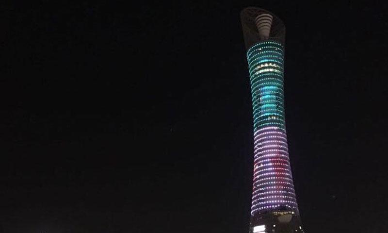قطر تضيء علم الثورة السورية على بعض مبانيها- الأربعاء 30 تشرين الثاني (تويتر)