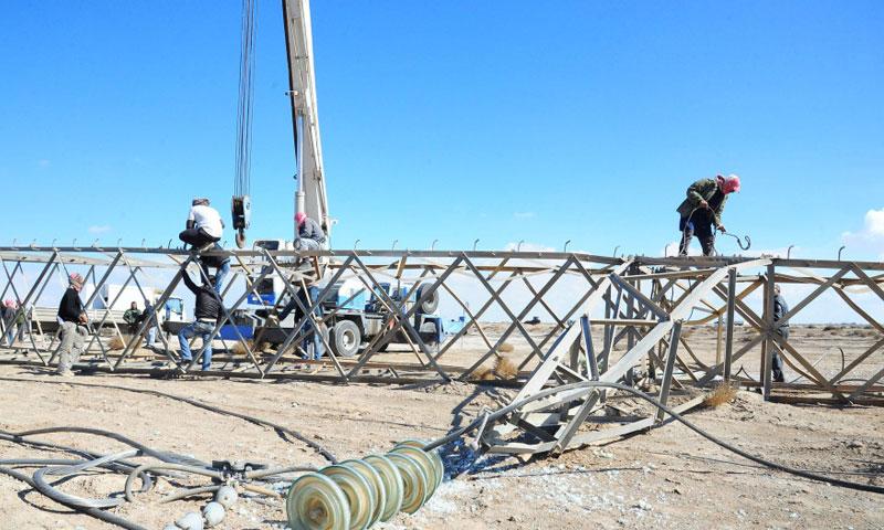 إصلاح إعطال إبراج الكهرباء في سوريا (انترنت)
