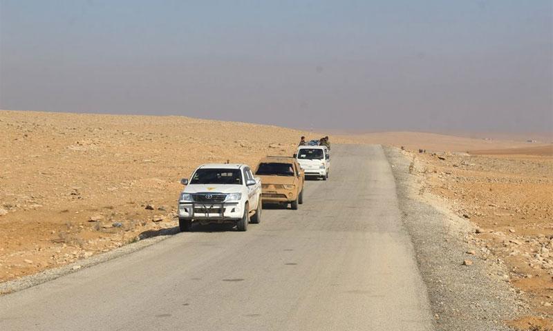سيارات تابعة لقوات سوريا الديموقراطية في مناطق غرب مدينة الرقة (انترنت)