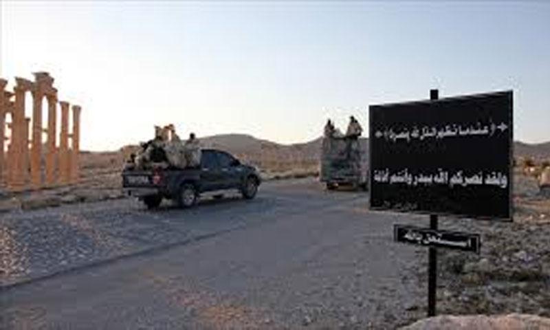 عناصر من تنظيم الدولة الإسلامية في مدينة تدمرحزيران 2015(انترنت)