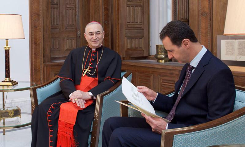 بشار الأسد مع السفير البابوي في دمشق_12 كانون الأول_(سانا)