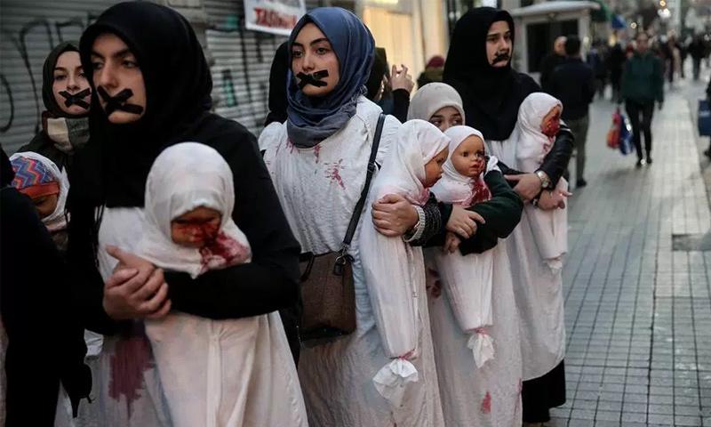وقفات احتجاجية لمنظمات تركية ضد المجازر بحق المدنيين في حلب (تويتر)