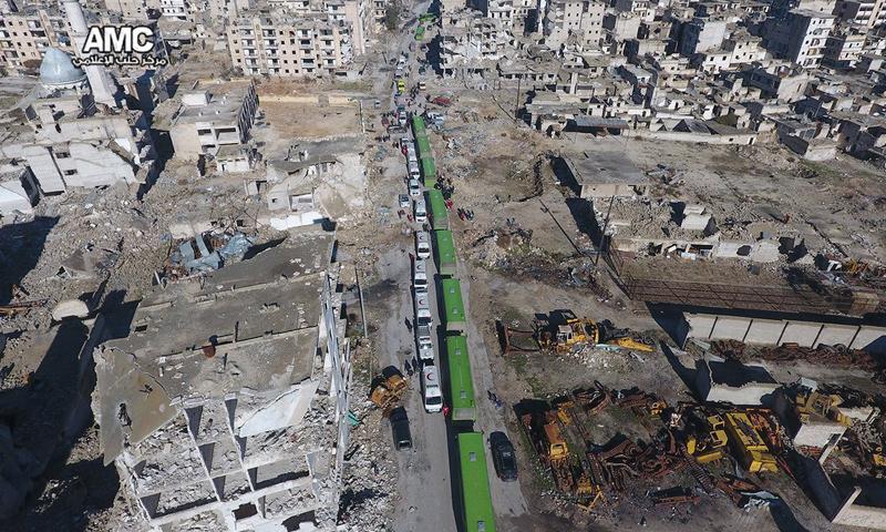 صور جوية لقوافل إجلاء الجرحى من مدينة حلب إلى ريف حلب الغربي- الخميس 15 كانون الأول (مركز حلب الإعلامي)