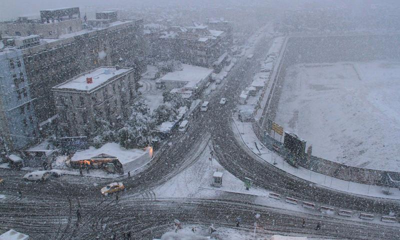 آثار عاصفة زينة في العاصمة دمشق (إنترنت)