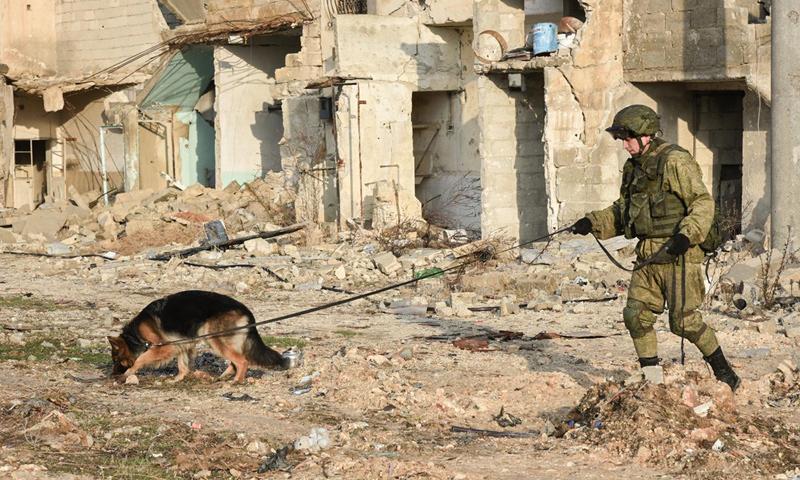 عسكري روسي في الأحياء الشرقية من مدينة حلب_(سبوتنيك)