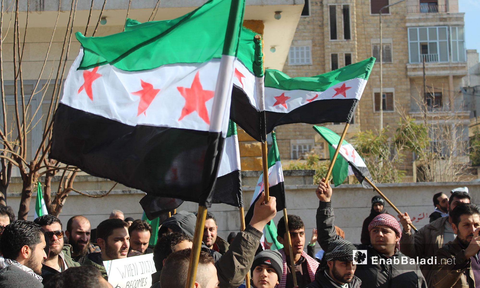 مظاهرة من مدينة إدلب بعد صلاة الجمعة - 6 كانون الثاني 2016 (عنب بلدي)