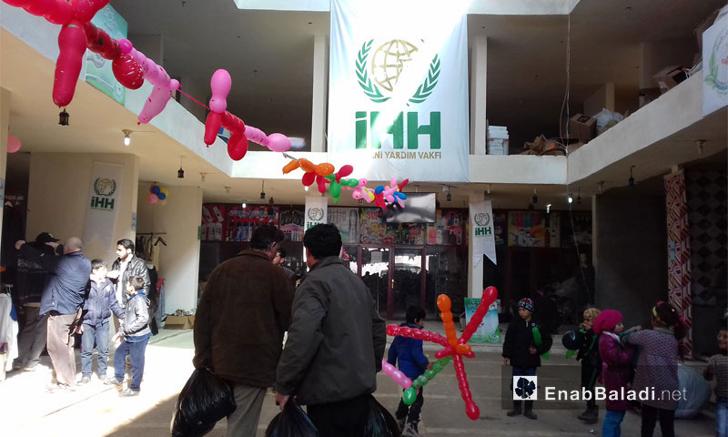 السوق الخيري في بلدة الدانا في ريف إدلب - 19 كانون الثاني 2017 (عنب بلدي)