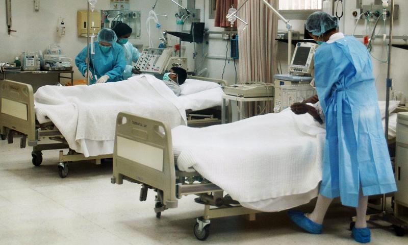 كادر طبي داخل أحد مستشفيات الكويت (إنترنت)