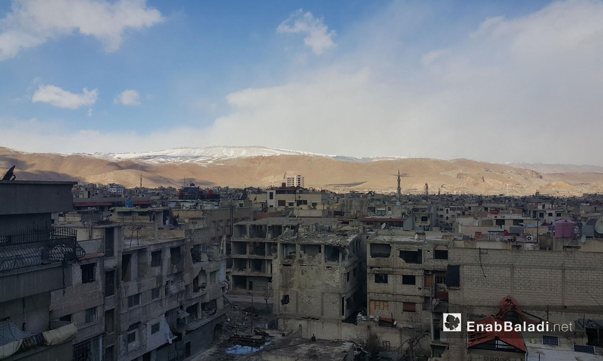 قمم الجبال المحيطة بالعاصمة دمشق تكسوها الثلوج - 28 كانون الثاني 2017 (عنب بلدي)