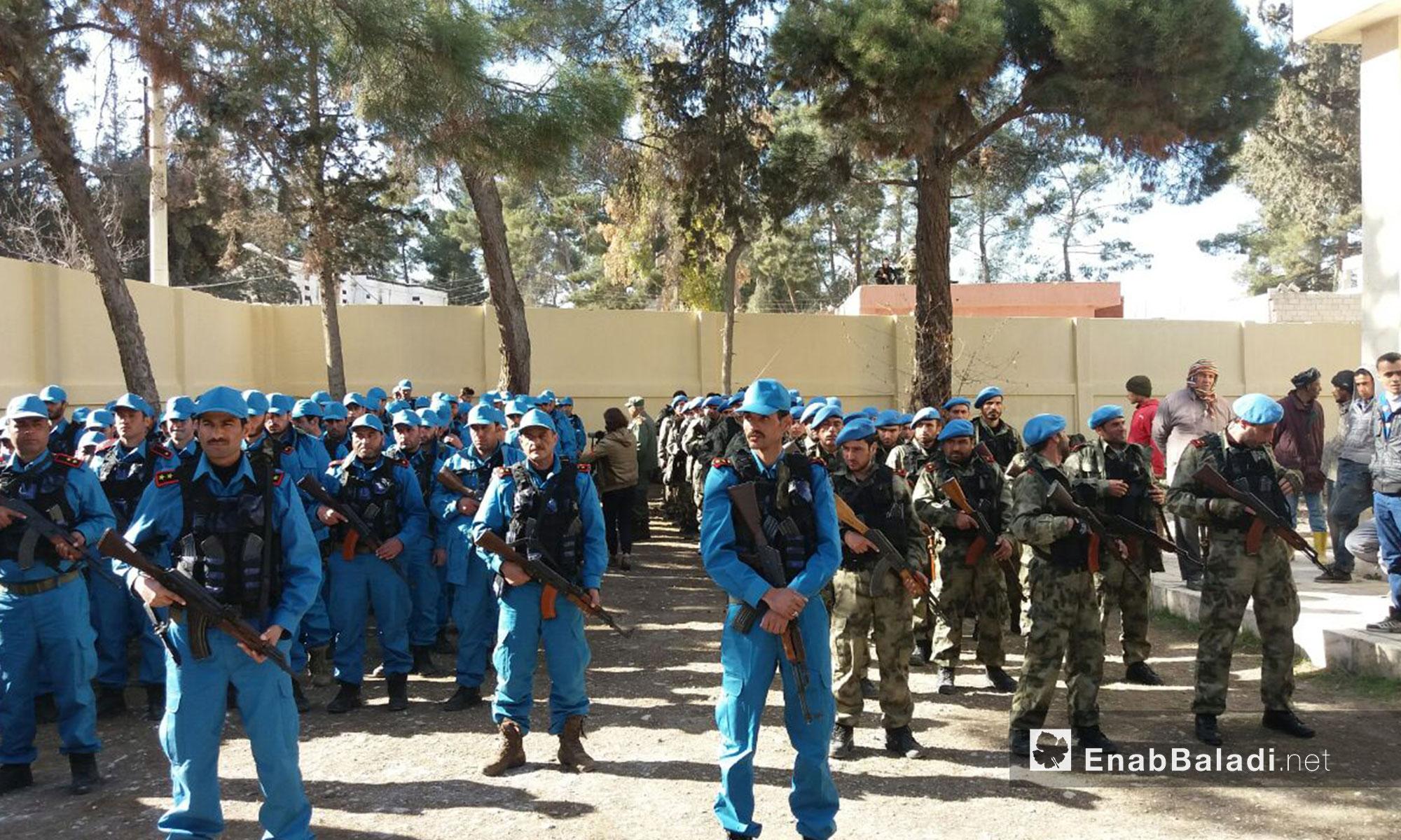 تخريج أول دفعة من الشرطة المدنية في مناطق استعادتها عملبات درع الفرات - 24 كانون الثاني 2017 (عنب بلدي)