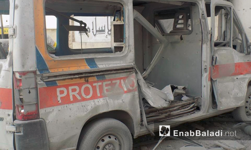 سيارة إسعاف مدمة إثر قصف مبنى الطبابة – الأربعاء 21 تموز 2016 (أرشيف عنب بلدي)