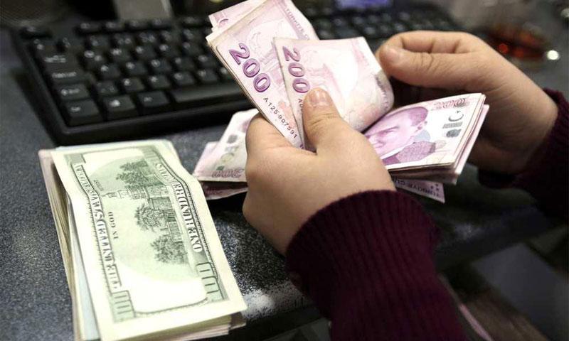 كيف يؤثر هبوط الليرة التركية على الوضع الائتماني لتركيا (إنترنت)