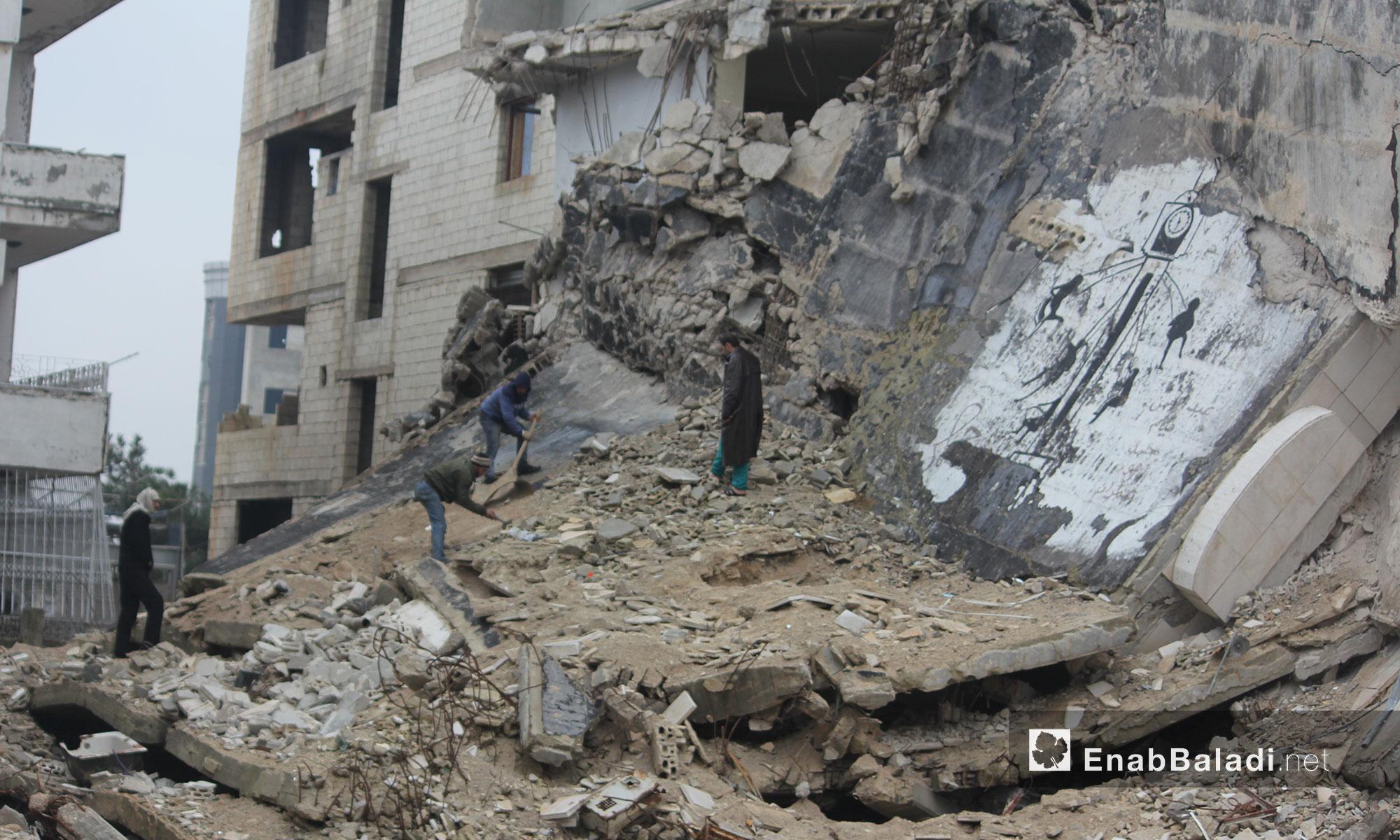 أحد الأبنية المهدمة في حي الوعر بمدينة حمص - 21 كانون الأول 2017 (عنب بلدي)