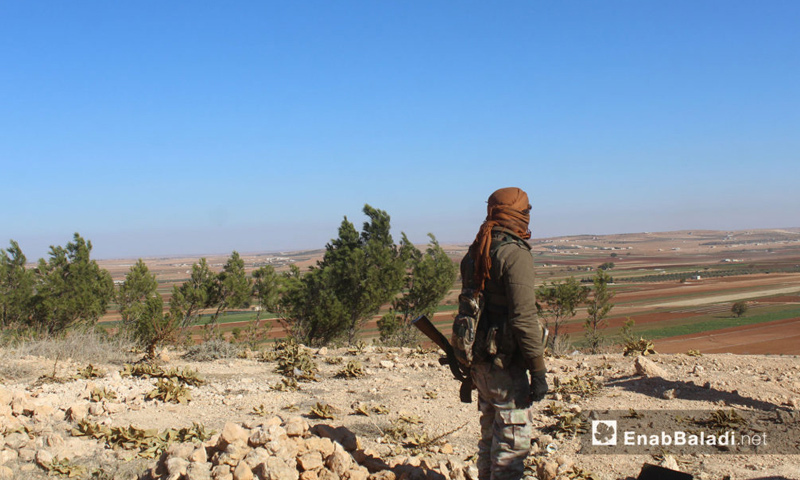 مقاتل في الجيش السوري شمال حلب (عنب بلدي)