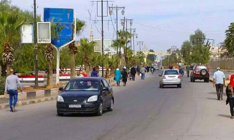 الصورة أحد الشوارع الرئيسية في درعا المحطة يكاد يخلو من الشباب (إنترنت