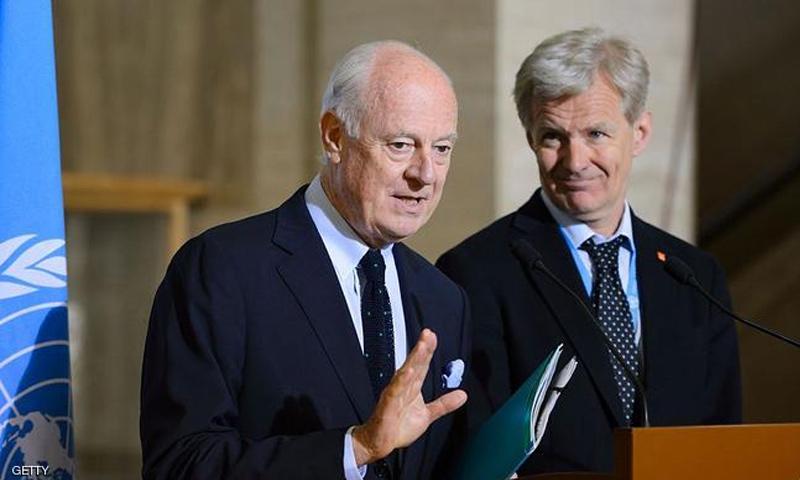 ستيفان دي ميستورا ومساعده يان إنغلاند يتحدثان في مؤتمر صحفي في جنيف (Getty)