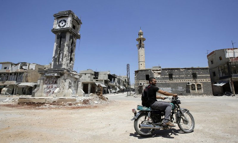 شاب على دراجة في مدينة القصيركانون الثاني 2013(AFP)
