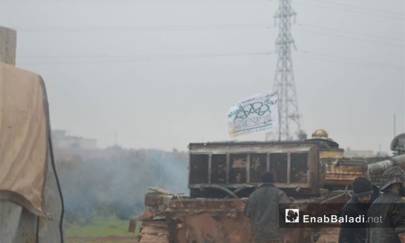 مقاتلون من حركة أحرار الشام خلال التجهيز لمعركة وادي الضيف في ريف إدلب - 2014 (أرشيف عنب بلدي)