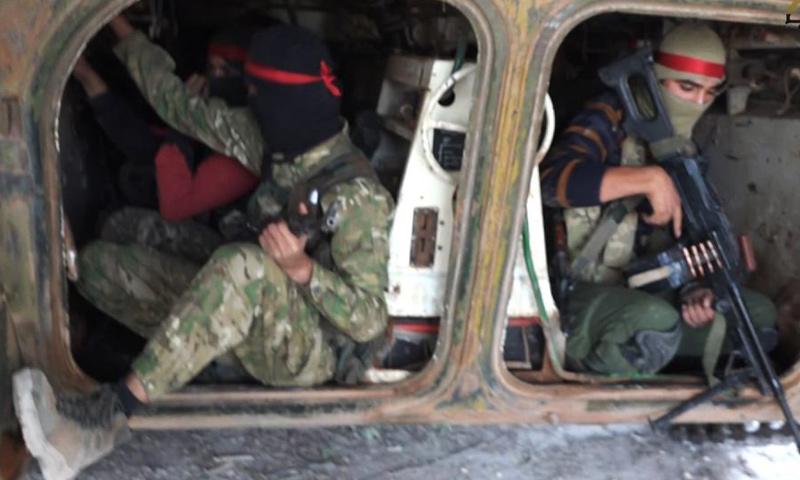 """عناصر من """"فتح الشام"""" خلال معارك مناشر منيان قرب حلب - تشرين الأول 2016 (فتح الشام)"""