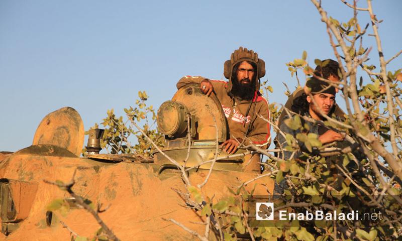 """مقاتلو حركة """"أحرار الشام"""" قرب بلدة القاهرة في ريف حماة الشمالي - الثلاثاء 27 أيلول (عنب بلدي)"""