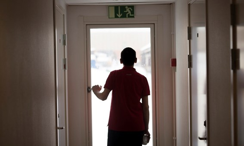 """لاجئ مراهق داخل """"كامب"""" اللجوء في السويد (إنترنت)"""