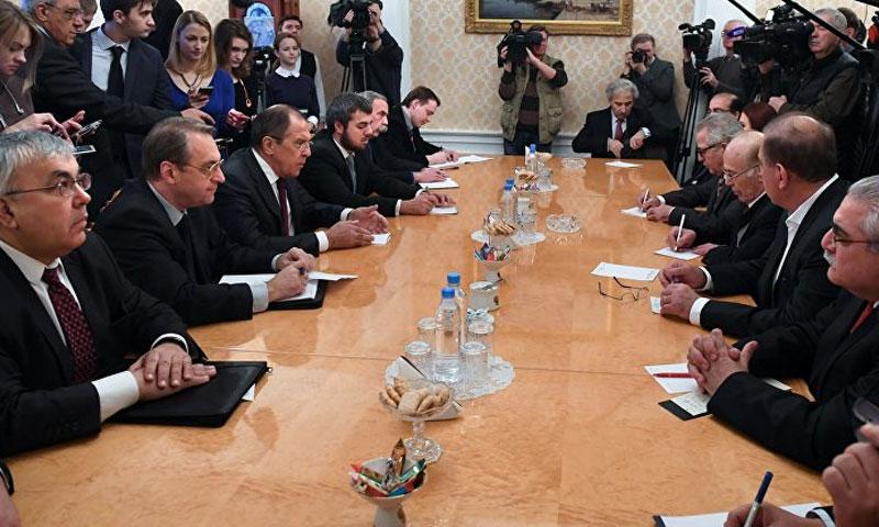"""لقاء وفد المعارضة """"منصة موسكو"""" مع وزير الخارجية الروسي في موسكو27 كانون الثاني(AFP)"""