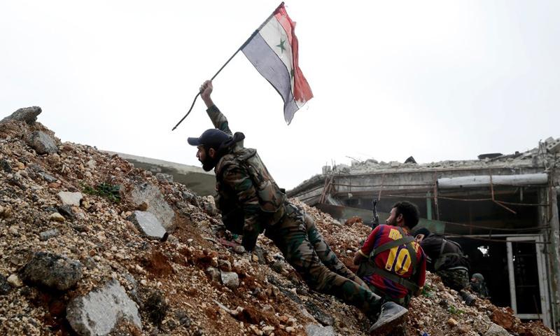 عنصر من قوات الأسد في ريف حلب - كانون الثاني 2017 (AP)