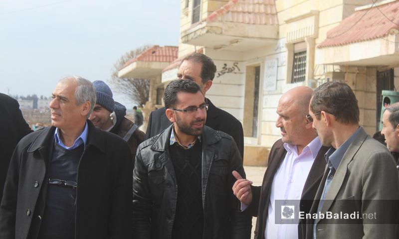 رئيس الحكومة المؤقتة جواد أبو حطب مع الوفد المرافق له في صوران بريف حلب_5 شباط_(عنب بلدي)