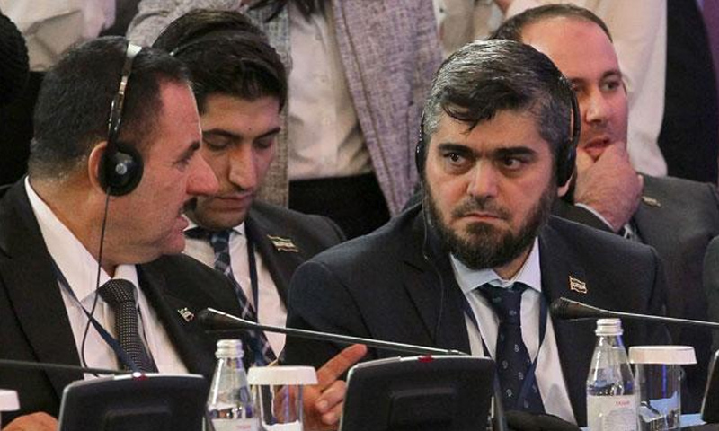 وفد المعارضة إلى أستانة يظهر فيه رئيسه محمد علوش والعميد أحمد بري والمتحدث باسم الوفد أسامة أبو زيد - 16 شباط 2017 (AFP)
