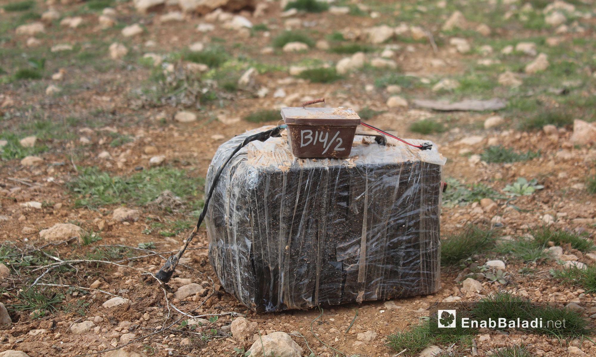 """أحد الألغام التي زرعها مقاتلو """"تنظيم الدولة"""" في محيط الباب - 12 شباط 2017 (عنب بلدي)"""