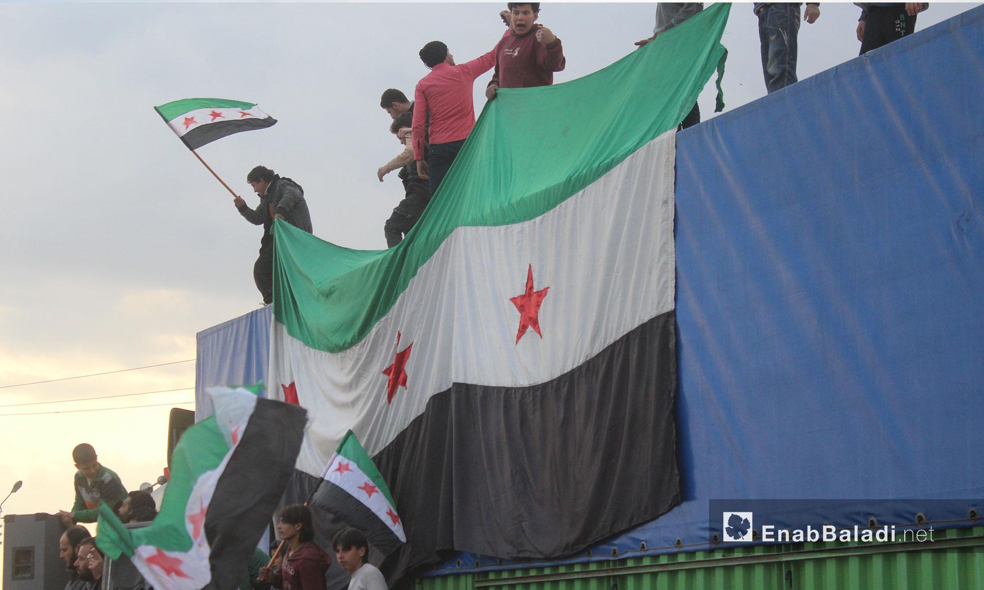 طالبوا فصائل الجيش الحر بالتوجه لتحرير أراضيهم كي لا يسيطر عليها النظام