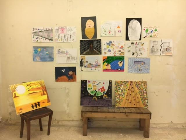 """معرض الرسومات داخل مركز """"منشن"""" في البقاع اللبنانية - 19 شباط 2017 (عنب بلدي)"""