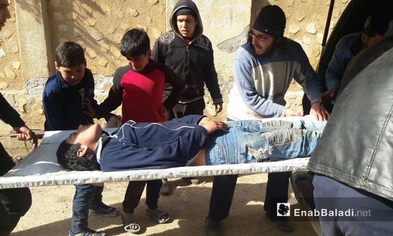 عشرات الإصابات بين المدنيين جراء استهداف حي الوعر بالاسطوانات والقذائف - 22 شباط -(عنب بلدي)
