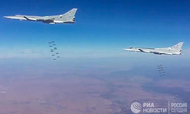 طيران روسي يقصف مواقع لتنظيم الدولة في دير الزور 1شباط (AP)
