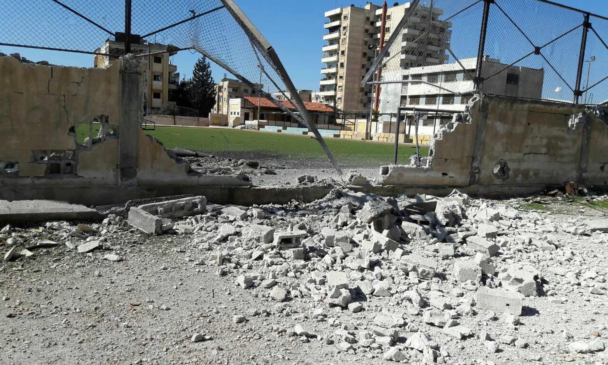 آثار قصف الطيران الحربي على حي الوعر المحاصر_17 شباط 2017_(عنب بلدي)