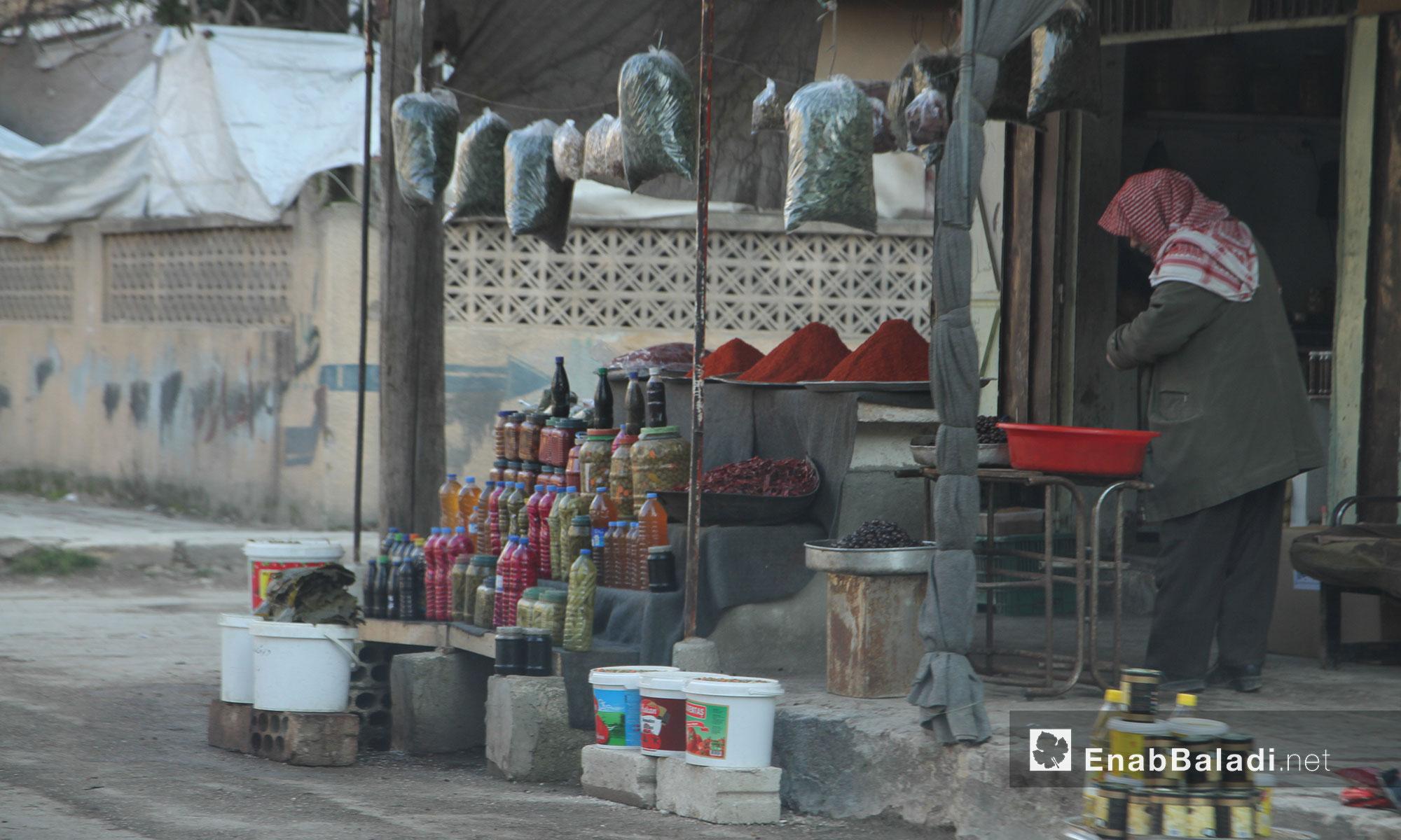 بائع مخللات في مدينة إدلب - 9 شباط 2017 (عنب بلدي)