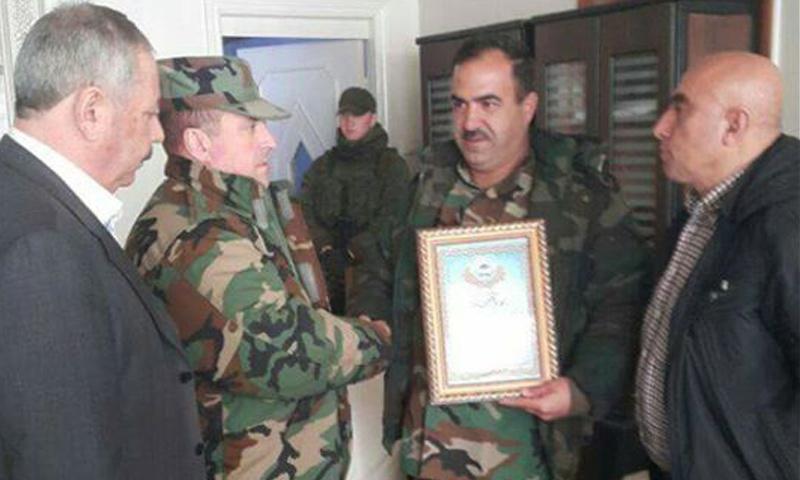 أحمد النبهان إلى جانب العقيد سيرغي إيفانوف- الأربعاء 22 شباط (فيس بوك)