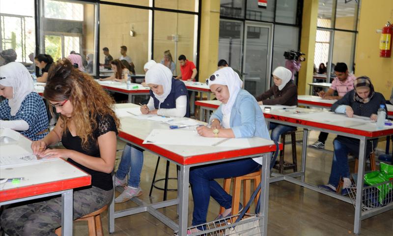 طلاب يقدمون امتحانات التعليم المفتوح في جامعة دمشق (إنترنت)