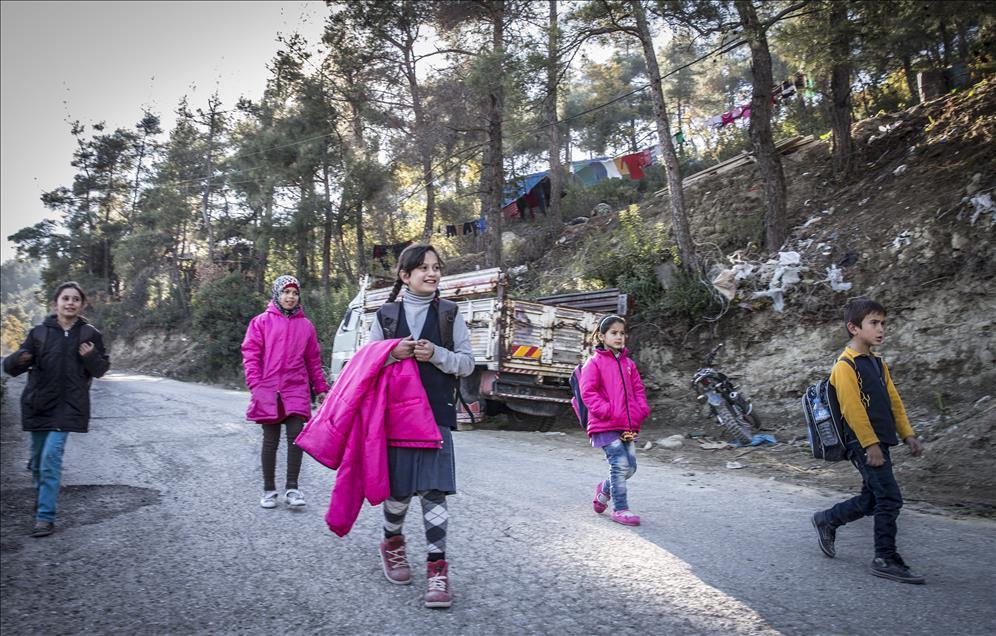 أطفال تركمان في ريف اللاذقية وكالات تركية