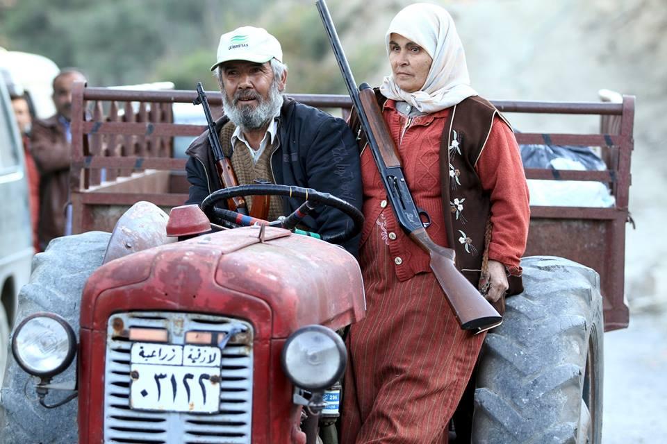 قرويين عجزة من تركمان سوريا (رويترز)
