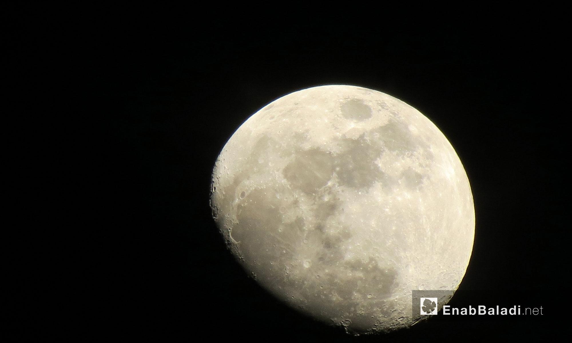 القمر في الليلة العاشرة من جمادى الأولى في سماء حلب - 7 شباط 2017