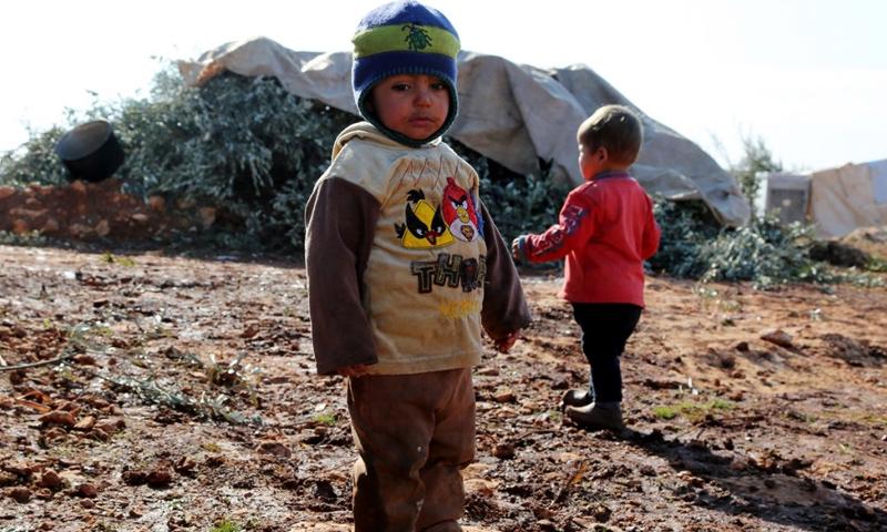 طفل سوري في مدينة إدلب_شباط 2017_(AFP)