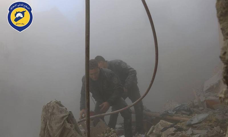 فرق الدفاع المدني أثناء إسعاف الجرحى وانتشال الضحايا_19 شباط_(الدفاع المدني)
