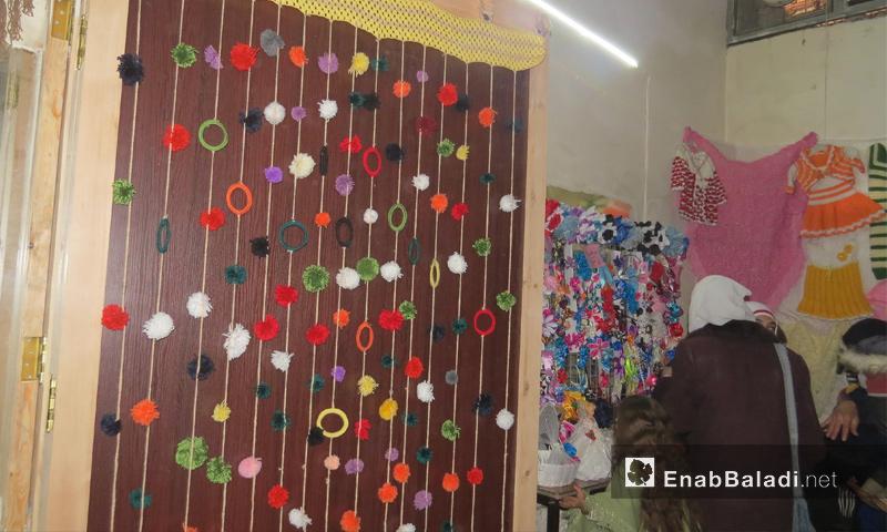 من معرض المنظمة في معرة النعمان بإدلب - 12 شباط 2017 (عنب بلدي)