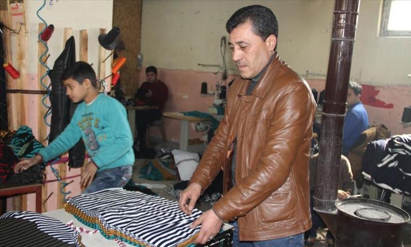 سوريون يؤسسون غرفة الخياطين في غازي عنتاب - (الاناضول)