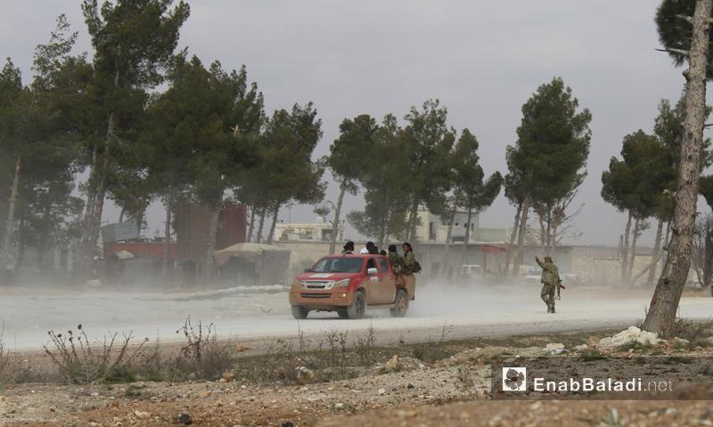 عناصر من الجيش الحر على أطراف بلدة بزاعة قرب مدينة الباب شرق حلب- السبت 4 شباط 2017 (عنب بلدي)
