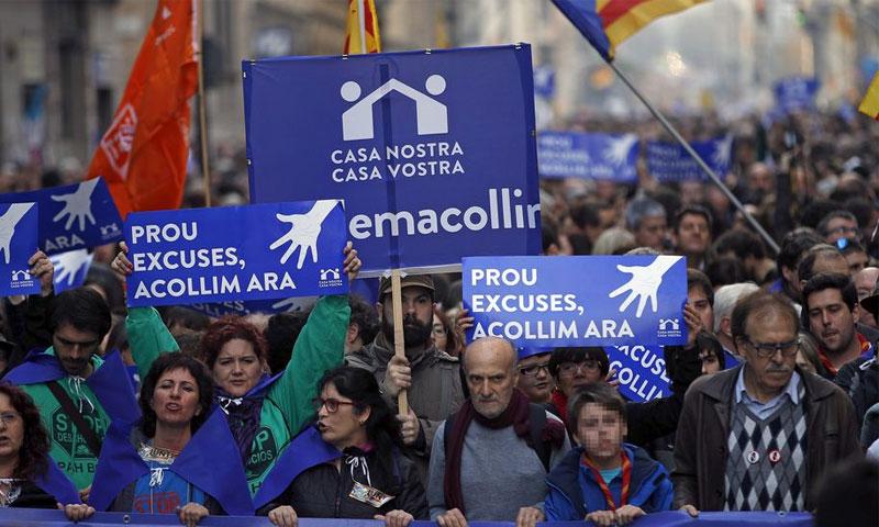 مظاهرة في برشلونة لاستقبال اللاجئين - (انترنت)
