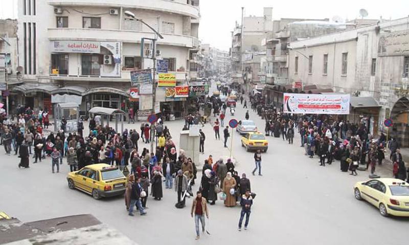 ازدحام على المواقف العامة في مدينة حماة جراء أزمة المحروقات- السبت 11 شباط (فيس بوك)