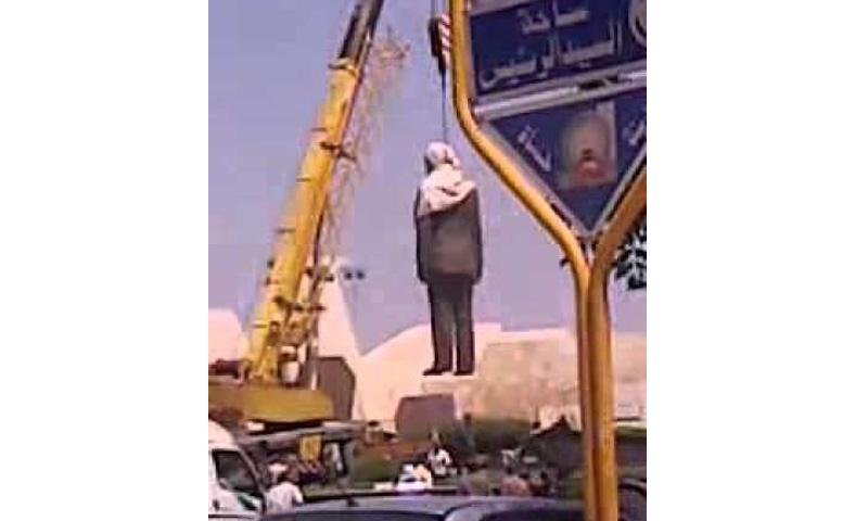 إزالة تمثال حافظ الأسد من مدينة حماة- 6 حزيران 2011