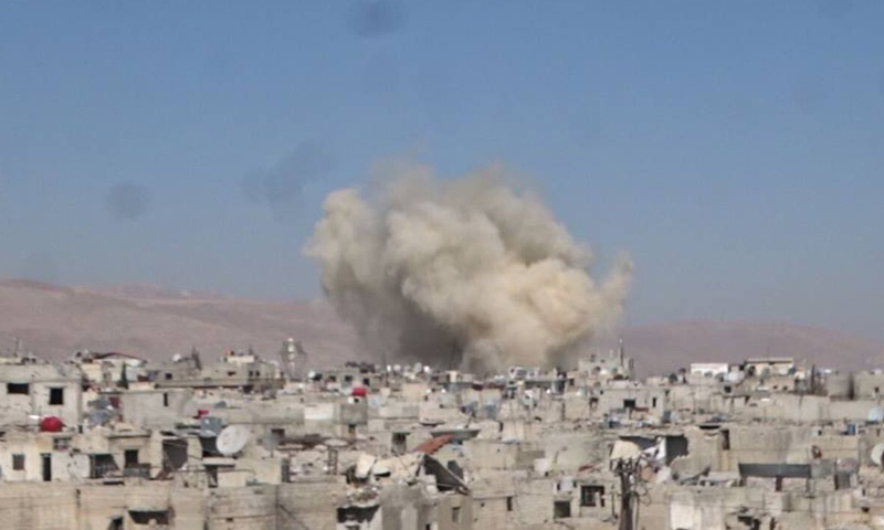 """صاروخ """"أرض- أرض"""" استهدف حي القابون الدمشقي- السبت 18 شباط (تصوير: عدي عودة)"""